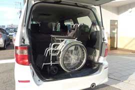 3列目シートをたたむと車椅子が4台積めます
