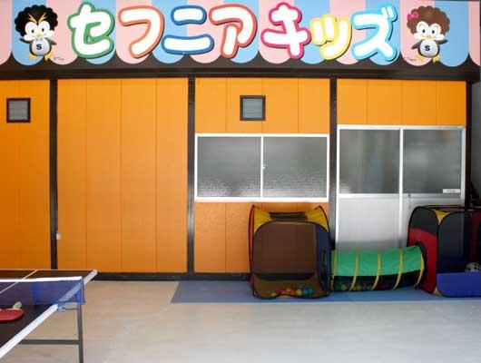 屋内にある遊び場スペース